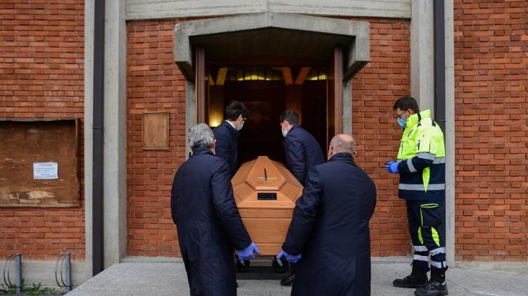 Casos passam de 110 mil | Itália registra 727 mortes nas últimas 24 horas, menor nº diário desde 26/3