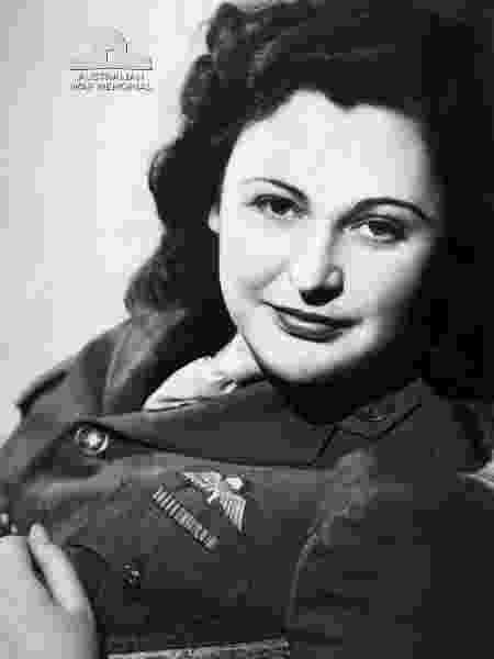 Nancy Wake em 1945 - Australian War Memorial