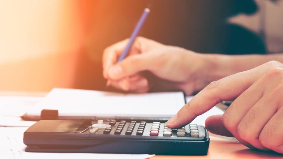 O endividamento e a desorganização das contas afetam a visão que o profissional tem do trabalho e o seu desempenho - Getty Images/iStockphoto