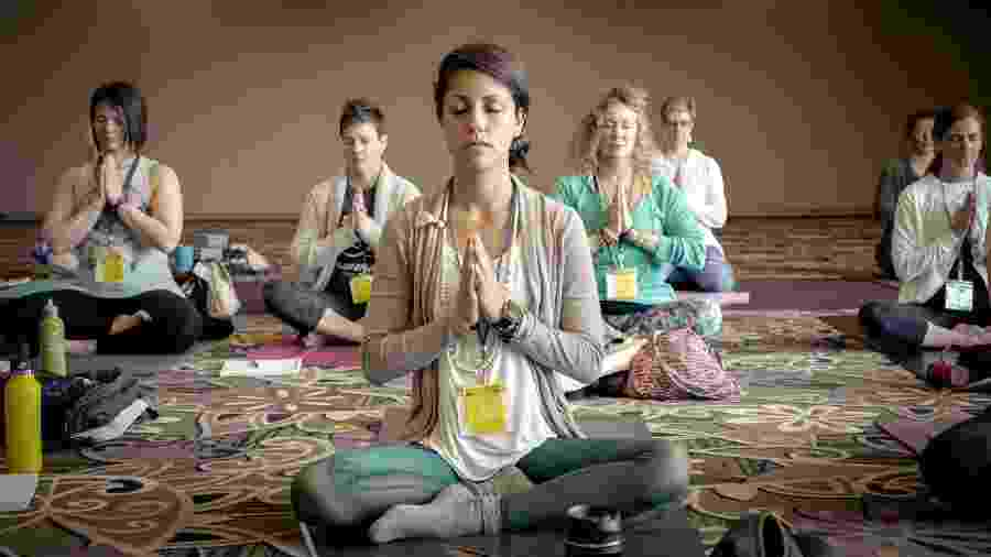 Grupo de yoga - Erik Brolin/Unsplash