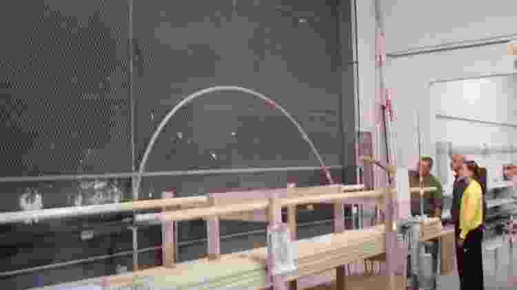 Fabiana Murer visita a fábrica de varas de fibra de vidro, nos EUA - Fabiana Murer/Arquivo Pessoal - Fabiana Murer/Arquivo Pessoal