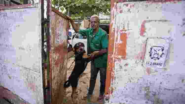 Roberto Pettinato, 58, morador da rua Particular que não recebe cartas dos correios na Cidade Tiradentes - André Lucas/UOL - André Lucas/UOL