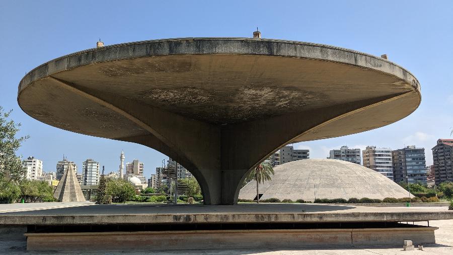 Parte do complexo projetado por Oscar Niemeyer em Trípoli, no Líbano - Fernanda Ezabella/UOL