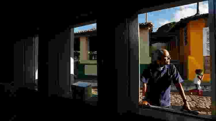 Amarildo dos Santos, 56, é figura pública na pequena vila de Igatu, distrito de Andaraí, na Chapada Diamantina (BA) - Rafael Martins/UOL - Rafael Martins/UOL
