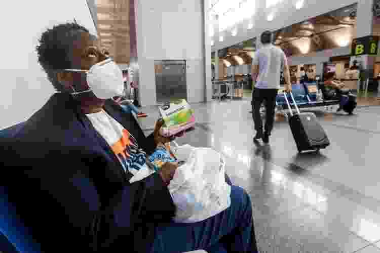 Oceya de Souza, professora de português que mora há cinco meses no aeroporto de Salvador - Rafael Martins/UOL - Rafael Martins/UOL