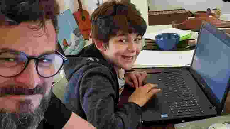 David Schurmann trabalha em casa enquanto o filho Kian estuda - Família Schurmann/Acervo pessoal