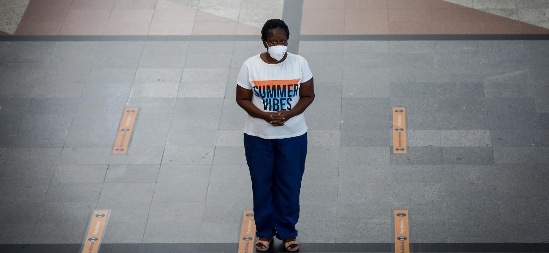 Oceya de Souza, professora de português que mora há cinco meses em aeroporto de Salvador - Rafael Martins/UOL