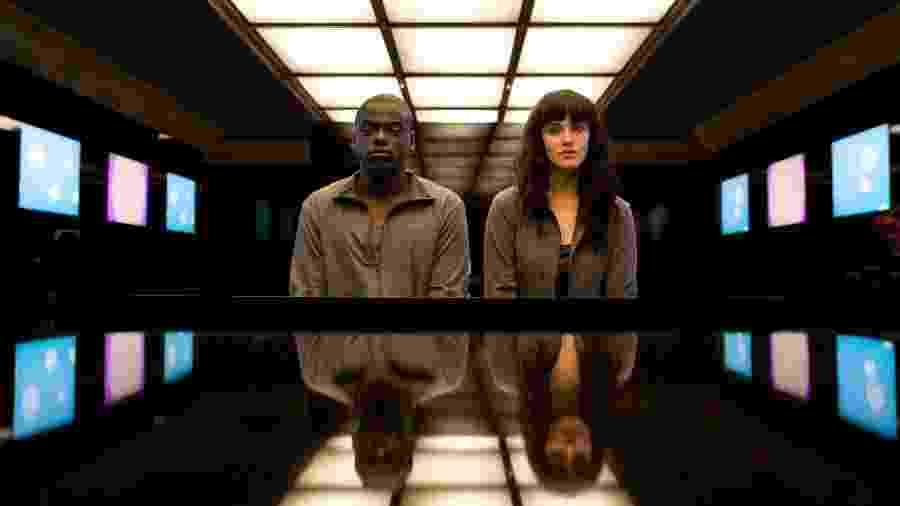 """Cena de episódio da série britânica """"Black Mirror"""", que mostra um futuro tecnológico e distópico - Divulgação"""