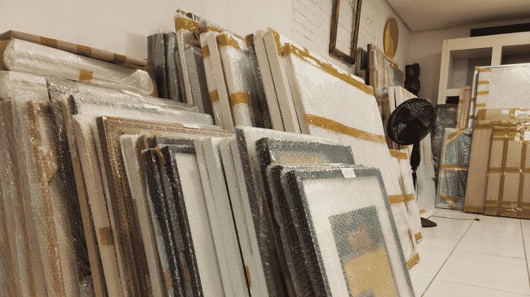As obras leiloadas embaladas para a entrega - Acervo pessoal - Acervo pessoal