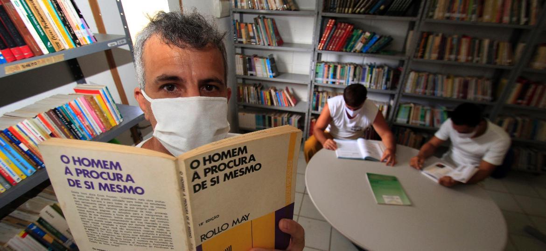 Rodrigo Antônio Monteiro cumpre pena em presídio da Paraíba e escreve cartas para outros presos mandarem a familiares - Marcus Antonius/UOL