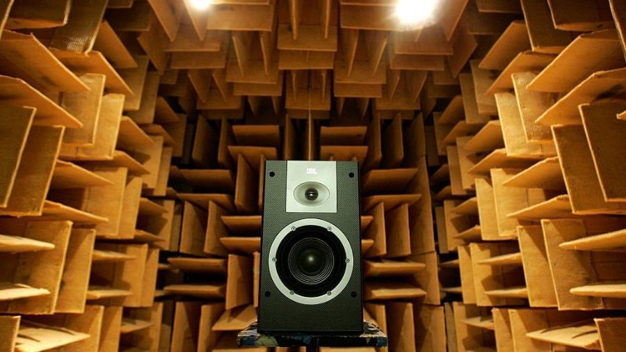 Câmara anecoica à prova de som em Northridge, em Los Angeles - Ken Hively/Los Angeles Times via Getty Images
