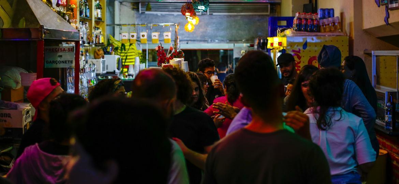 A volta aos bares e a vida noturna no bairro da Santa Cecília em São Paulo - Gabi Di Bella/UOL