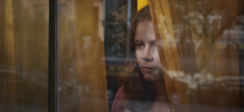 """Amy Adams em """"A mulher na janela"""" (2020) - Divulgação"""