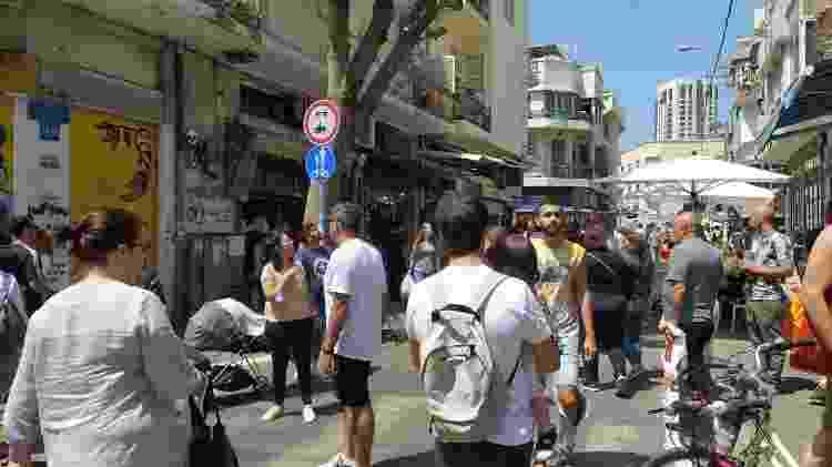 Ruas cheias na região do Shuk Levinsky, em Tel Aviv - Laura Capelhuchnik/UOL - Laura Capelhuchnik/UOL