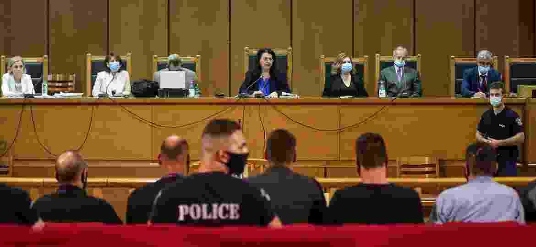 A presidente do júri, Maria Lepenioti, durante o julgamento de membros do Golden Dawn em Atenas - Alkis Konstantinidis/Reuters