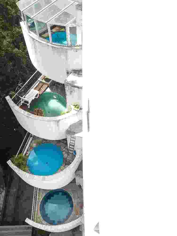 Terraços com piscinas do edifício Roof, na região do Morumbi, em São Paulo - Inês Bonduki/UOL - Inês Bonduki/UOL