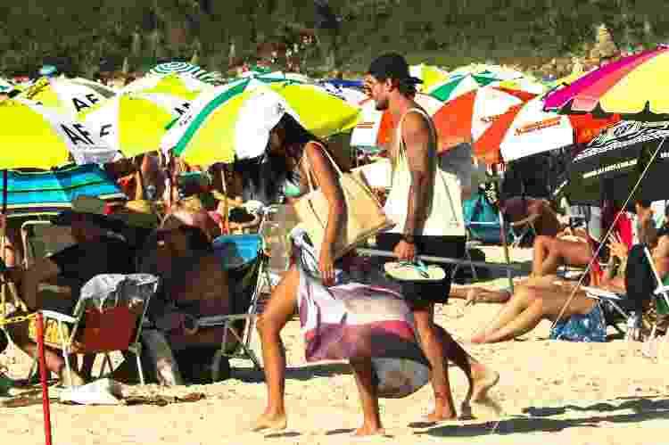Banhistas na praia do Rosa, em Imbituba (SC) - Isadora Camargo/UOL - Isadora Camargo/UOL