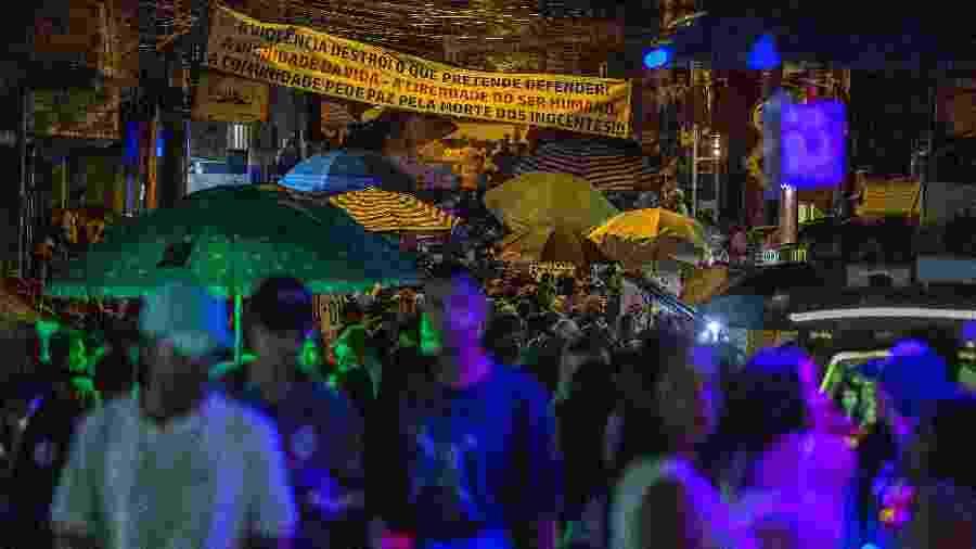Festa da DZ7 em Paraisópolis ganha faixa de protesto após matança de nove pessoas  - Marlene Bergao/Folhapess