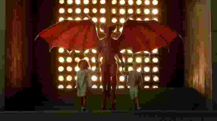 No romance 'Fim da Infância', adaptado para a TV a Terra é invadida por alienígenas que se assemelham ao diabo cristão - Reprodução - Reprodução