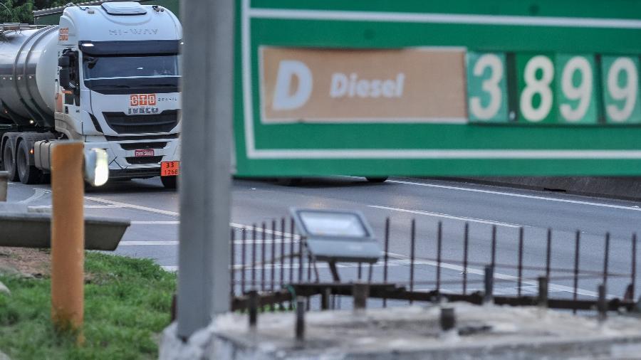 O preço do diesel é uma das principais reivindicações do caminhoneiros - Reinaldo Canato