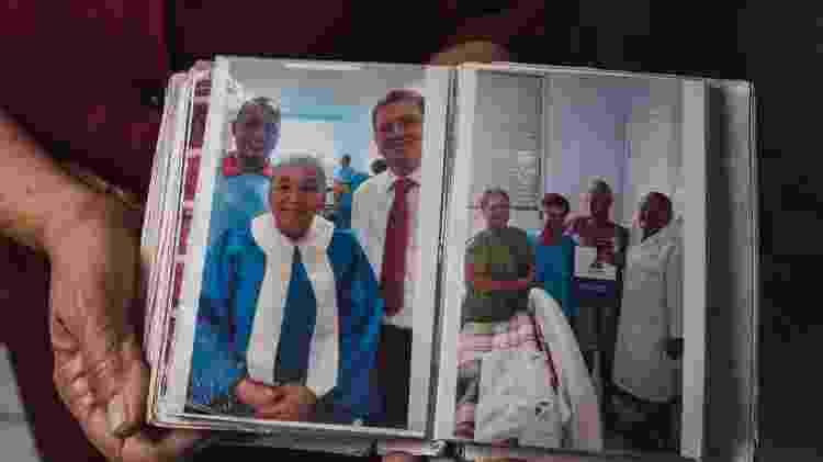 Fotos de irmãos na fé de Leida Gabriel Barbosa, ex-detenta e hoje missionária da Assembleia de Deus, em Belo Horizonte - Alexandre Rezende/UOL - Alexandre Rezende/UOL