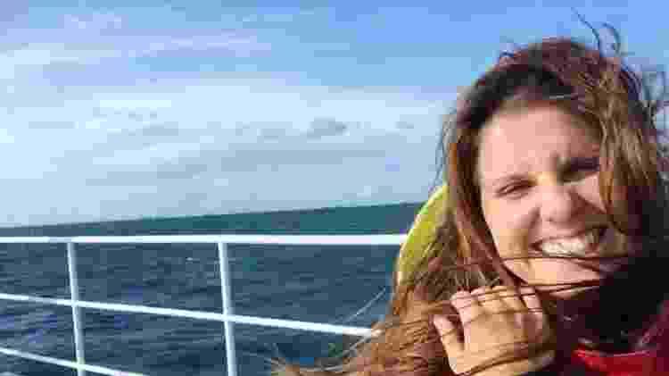 A catarinense Mariana Almeida, a bordo do veleiro Rainbow Warrior, do Greenpeace  - Mariana Almeida/Arquivo Pessoal - Mariana Almeida/Arquivo Pessoal