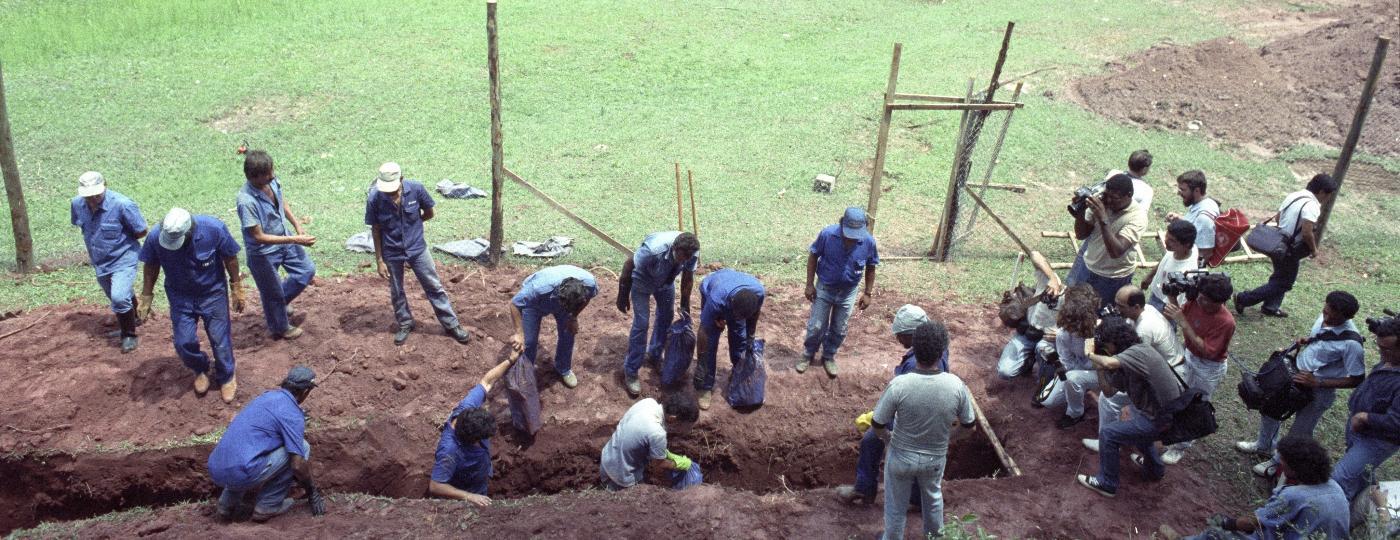 Cemitério de Perus, em São Paulo, onde foram encontradas ossadas de presos políticos da ditadura militar - Folhapress