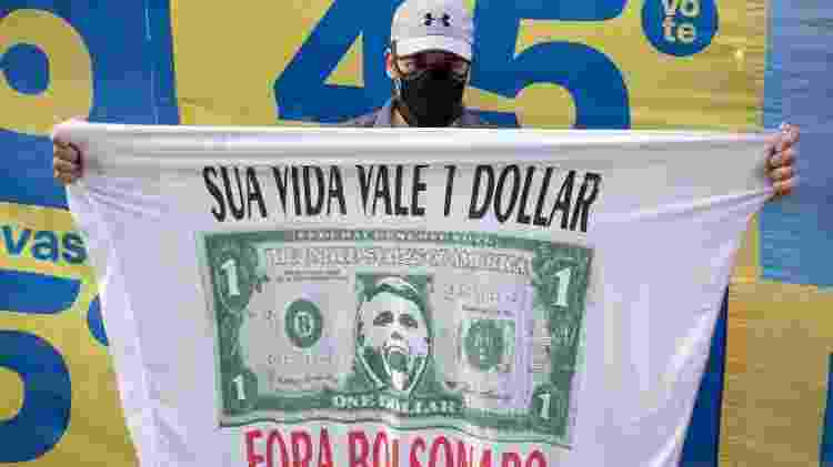 André Ceresa, dirigente municipal do PSDB, em protesto pela saída de Jair Bolsonaro, em São Paulo - André Porto/UOL - André Porto/UOL