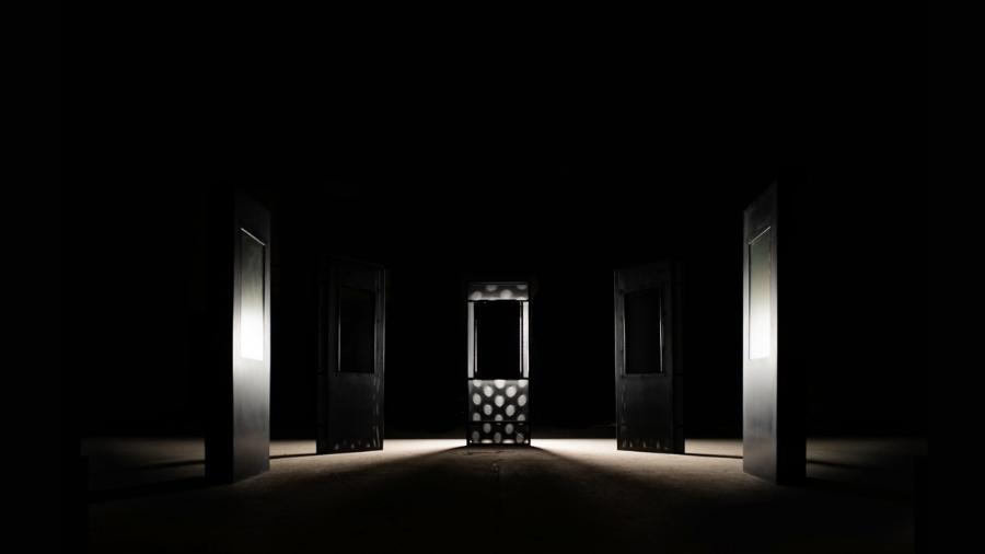 """Instalação chamada """"Spectre"""", feita pelos artistas britânicos Bill Posters e Daniel Howe para criticar as redes sociais  - Reprodução"""