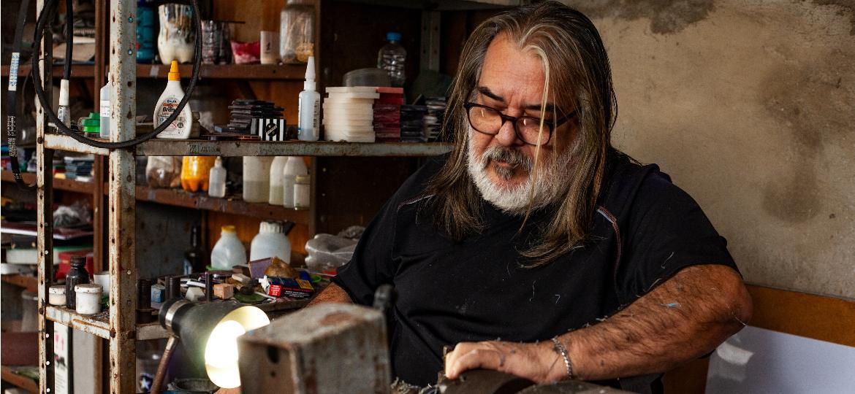 Adriano Moutinho, o fabricante de peças para futebol de mesa, no Rio - Fabiana Batista/UOL