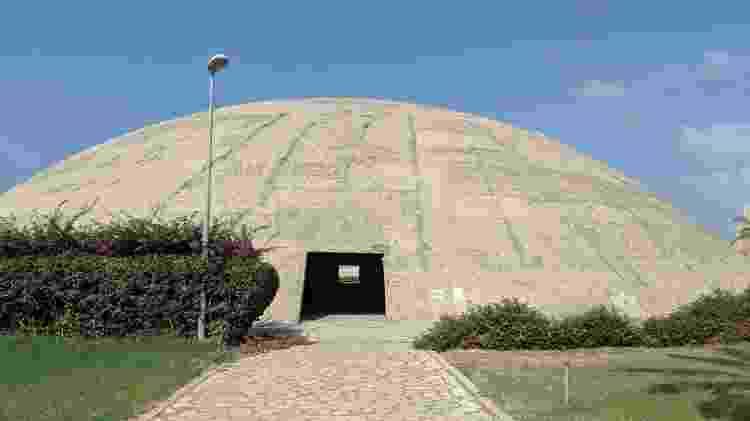 'Oca libanesa', teatro construído por Oscar Niemeyer em Trípoli - Fernanda Ezabella/UOL - Fernanda Ezabella/UOL