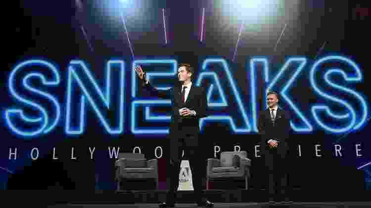 O comediante John Mulaney abre os Sneaks 2019 - Divulgação