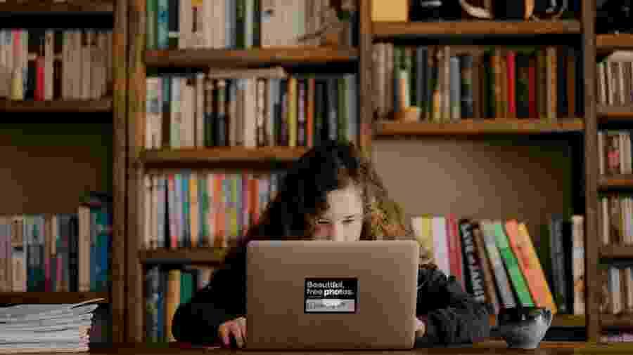 No Brasil e em muitas partes do mundo, educação à distância não está ao alcance de todos - Annie Spratt/ Unsplash