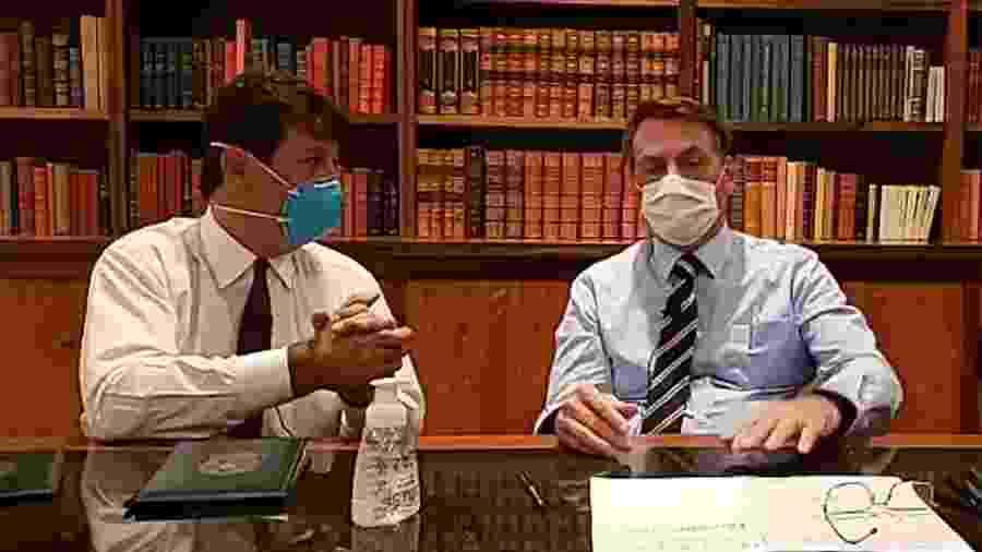 O ministro da Saúde Luiz Henrique Mandetta e o presidente Jair Bolsonaro, em transmissão pelo Facebook - Reprodução/Facebook (12.03.2020)