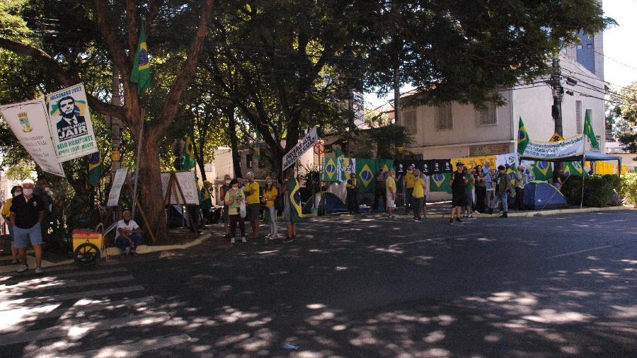 """Acampamento """"O Poder Emana do Povo"""", em frente a um batalhão de infantaria em Belo Horizonte - Nina Rocha/UOL"""