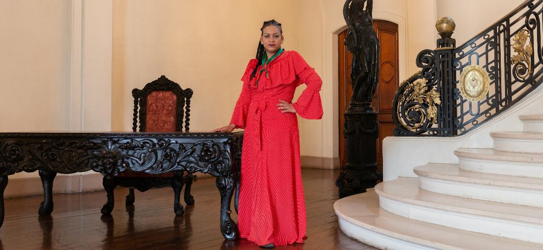 Liliana Duarte, patrona dos festejos da Semana Farroupilha, dentro do Palácio Piratini, em Porto Alegre - Tiago Coelho/UOL