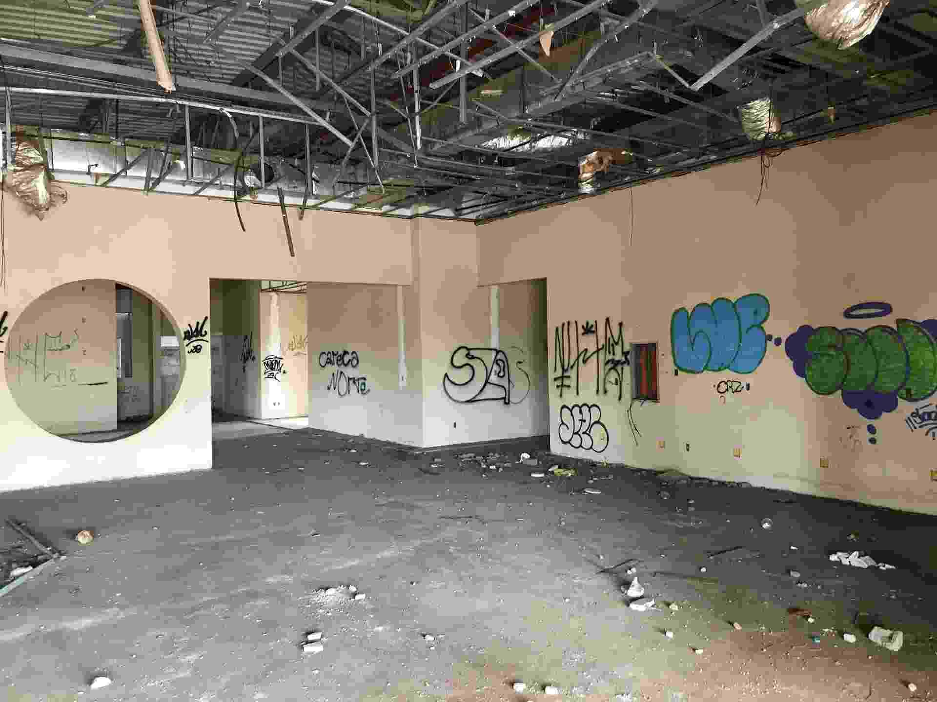 Espaço que seria usado como centro gastronômico, vizinho a um dos estúdios de cinema em Paulínia - Matheus Pichonelli/UOL