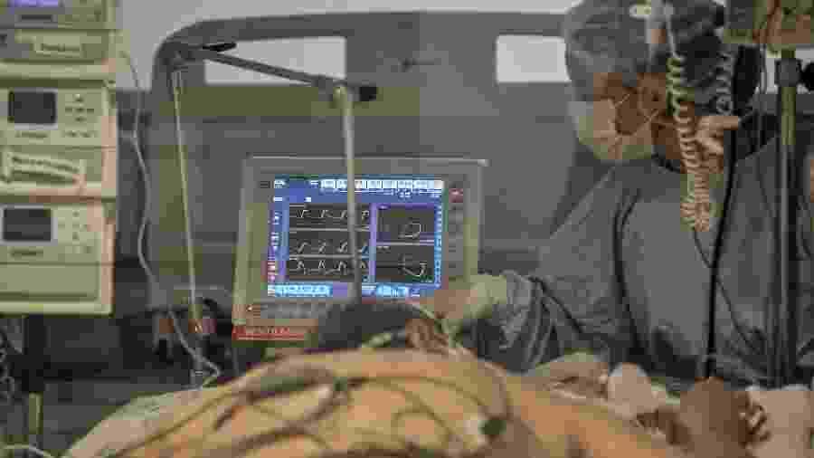 UTI destinada a pacientes com covid-19 no hospital Emílio Ribas, em São Paulo - Reinaldo Canato / UOL