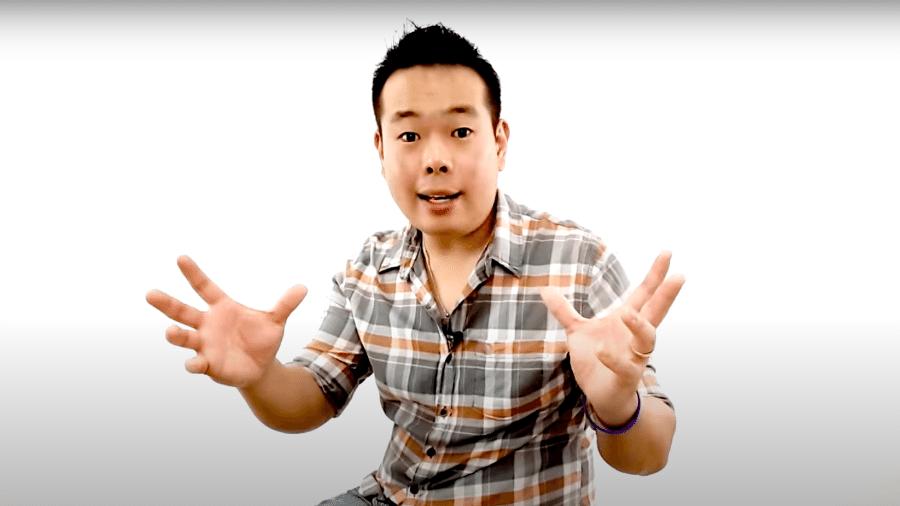 """Dennis Okada, autor da campanha sobre """"O Fim do Marketing Digital"""" - Reprodução/ Youtube"""