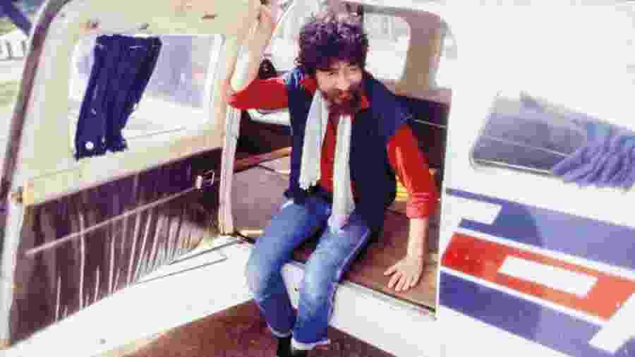 Raul Seixas em Itaituba (PA) durante turnê por garimpos amazônicos, em 1985 - Cris Villares/Divulgação