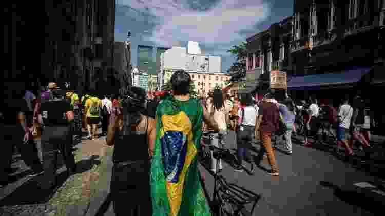 Manifestantes percorrem as ruas do centro do Rio, em protesto conta o governo de Jair Bolsonaro - Zô Guimarães/UOL - Zô Guimarães/UOL