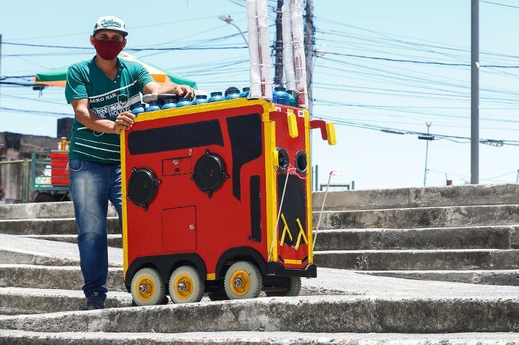 José Silva fabrica carrinhos de café - Rafael Martins/UOL - Rafael Martins/UOL