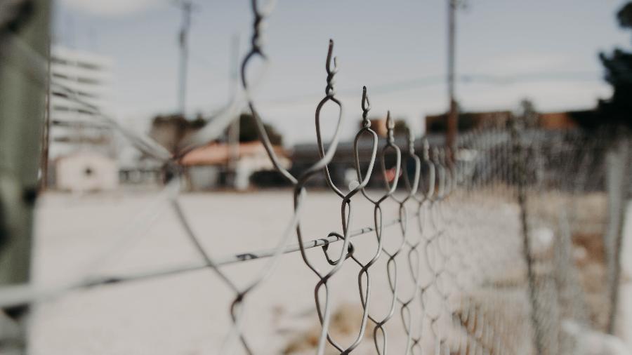 Prisões dos EUA afrouxam regras para conter surto de coronavírus - Foto: NeONBRAND/ Unsplash