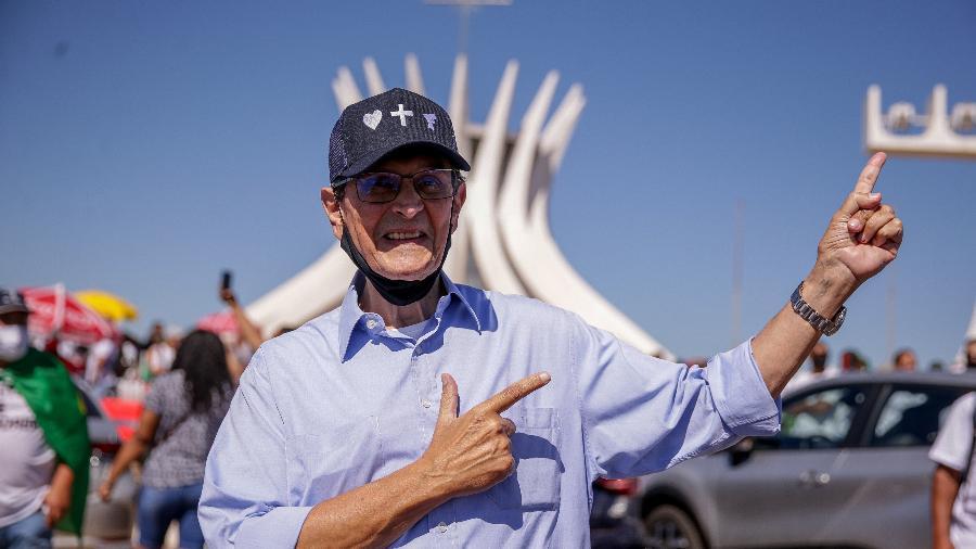 O ex-deputado Roberto Jefferson participa do protesto pró-armas na Esplanada dos Ministérios - Pedro Ladeira/Folhapress