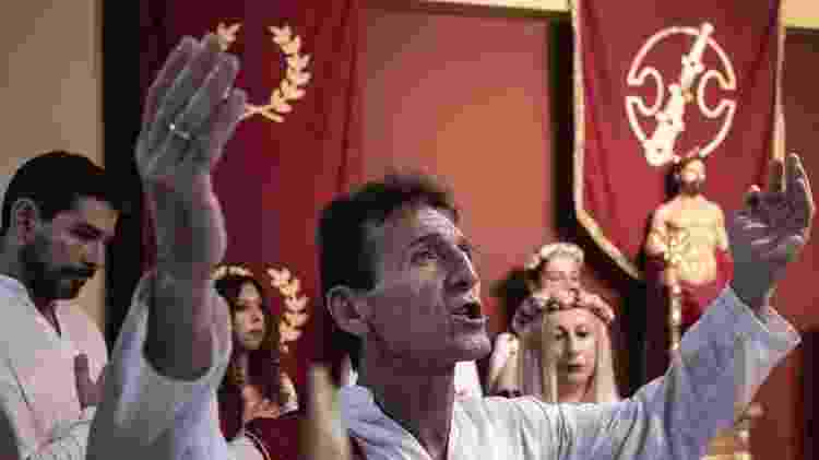 Louvor durante culto dos Helênicos Étnicos, em Atenas - Andre Naddeo/UOL - Andre Naddeo/UOL