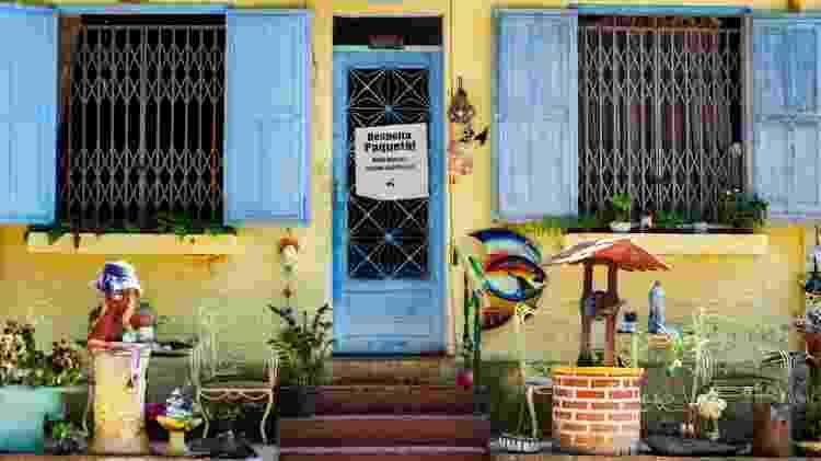 Casa com placa 'Mais barcas. Menos pandemia' na Ilha de Paquetá, no Rio de Janeiro - Fabiana Batista/UOL - Fabiana Batista/UOL