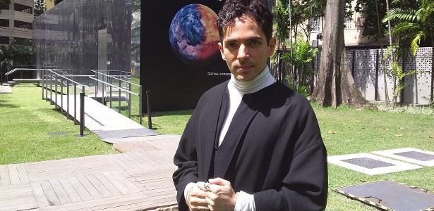 Artista mexicano Nahum Mantra usa hipnose para repensar a vida na Terra