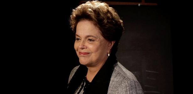 Petista citou milícias | Hostilizada em voo, ex-presidente Dilma ironiza: 'Ótimo é o Bolsonaro'