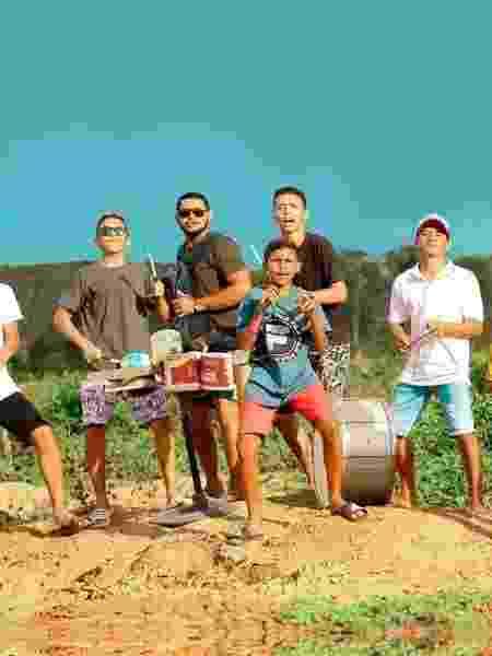 Integrantes do Fundo de Quintal OFC - Divulgação