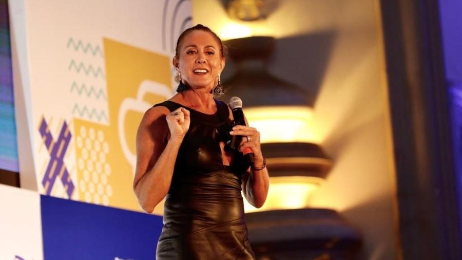 """Hortência apresenta a palestra """"Lições de uma vida: estratégia, valores e atitude da melhor jogadora de basquete do Brasil"""" no primeiro dia do Festival Path, em São Paulo - Mariana Pekin/UOL"""